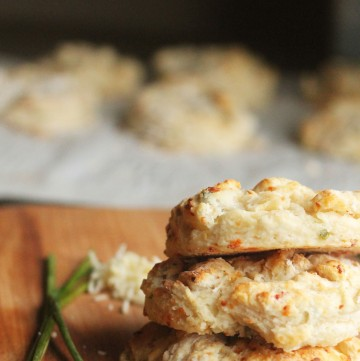 You will love how simple and easy these Parmesan Chive Biscuits are!