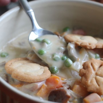 This Turkey Pot Pie Soup is perfect for your Thanksgiving leftovers!