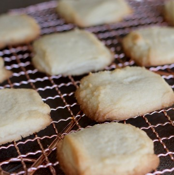 The perfect buttery Maple Shortbread cookies